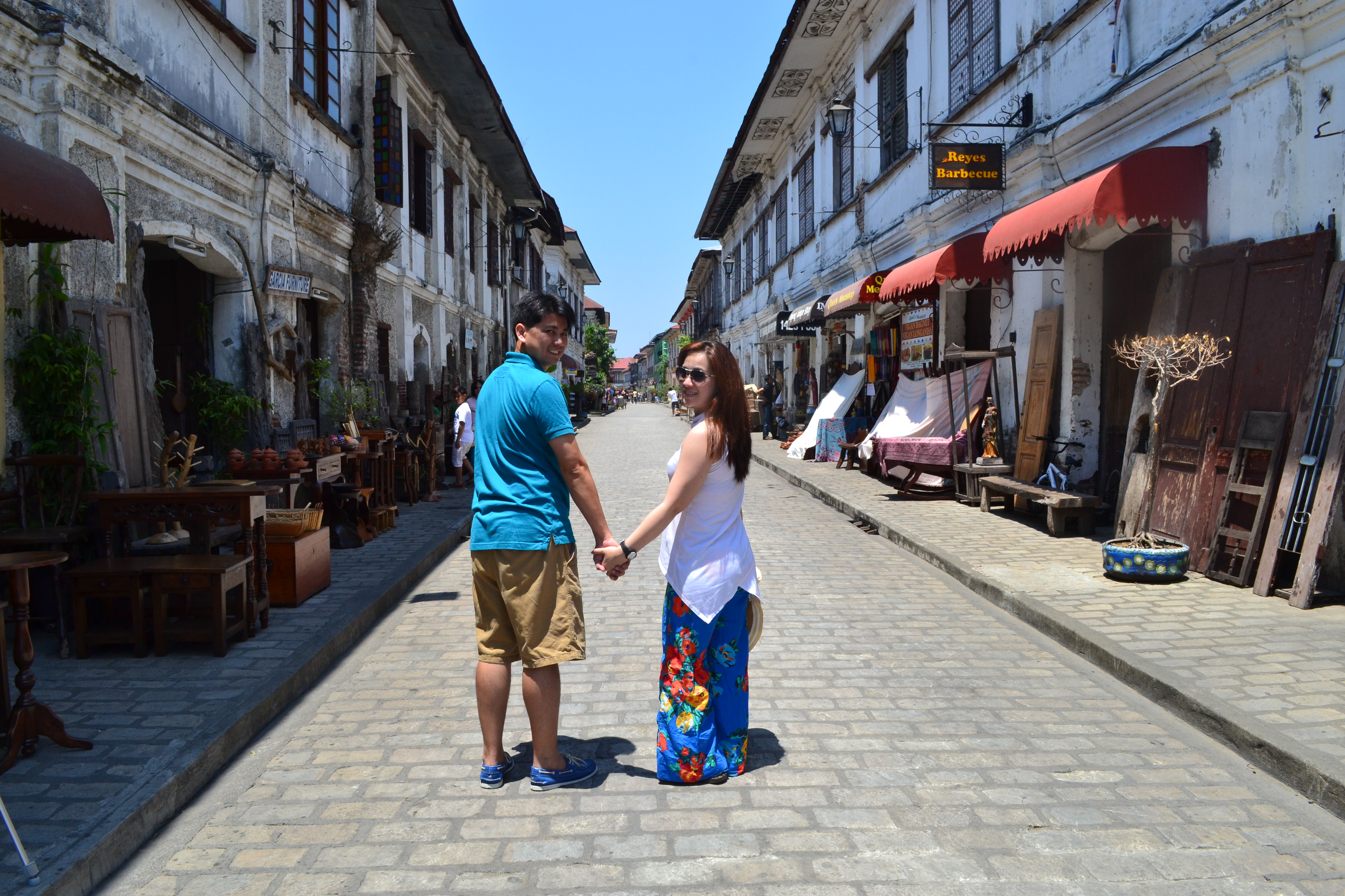 """HHWW"" - Holding Hands While Walking @ Calle Crisologo (major attraction of Vigan because of the Spanish houses were the rich people lived during the Spanish era)."